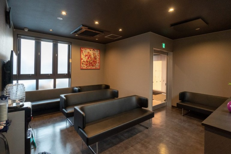 畑山レディスクリニック待合室|岩手県盛岡市でホームページ制作はMIRAIZU