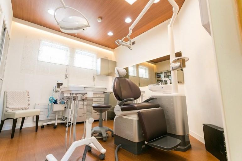 コバヤシデンタルクリニック様診察室|岩手県盛岡市でホームページ制作はMIRAIZU