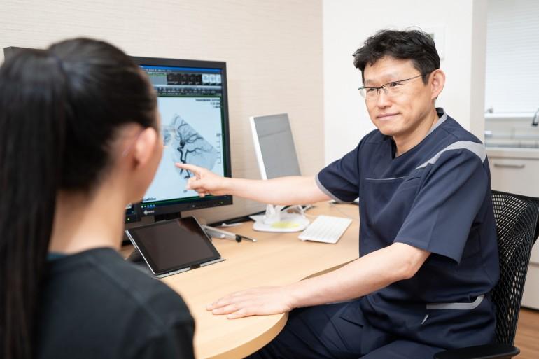 まさと脳神経内科クリニック診察風景|岩手県盛岡市でホームページ制作はMIRAIZU