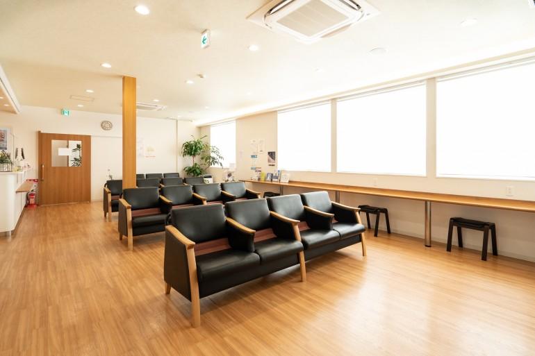まさと脳神経内科クリニック待合室|岩手県盛岡市でホームページ制作はMIRAIZU