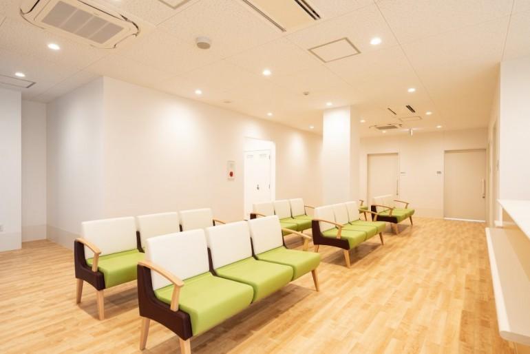 名取つちやま皮ふ科待合室風景 宮城県名取市でホームページ制作はMIRAIZU